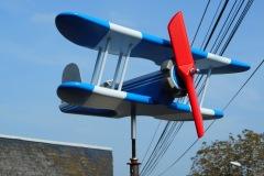 Biplan bleu et gris